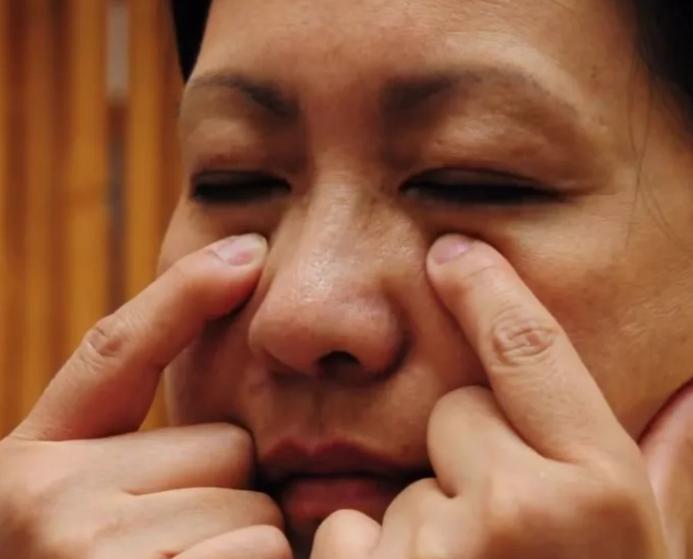 Китайское двухминутное упражнение против морщин на лице. Помолодела на 5 лет