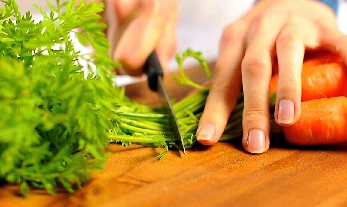 Морковную ботву не выбрасываю, так как она не менее полезна, чем сам корнеплод