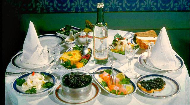 Чем нельзя закусывать водку: культура русского застолья