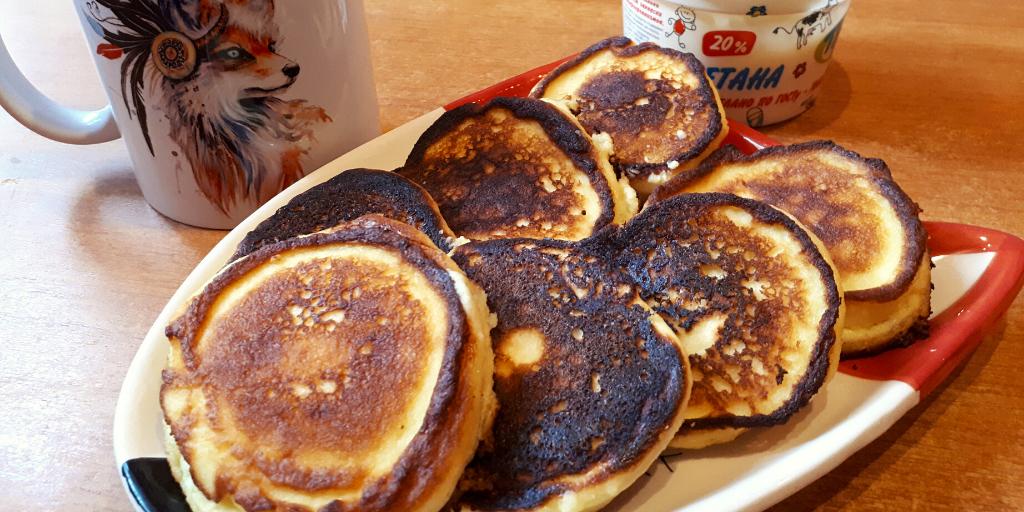 Сырники со сметаной: вкусный и полезный кето-завтрак