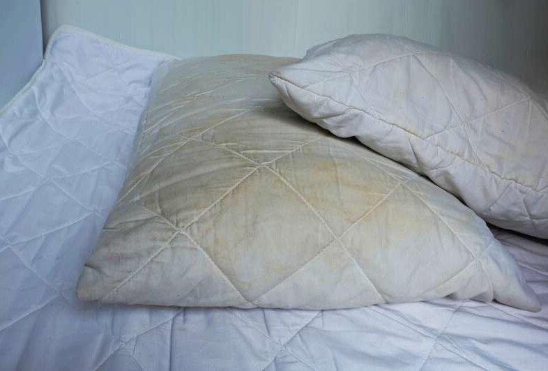 Мой простой способ стирки подушек: эффективно отстирываются все желтые пятна